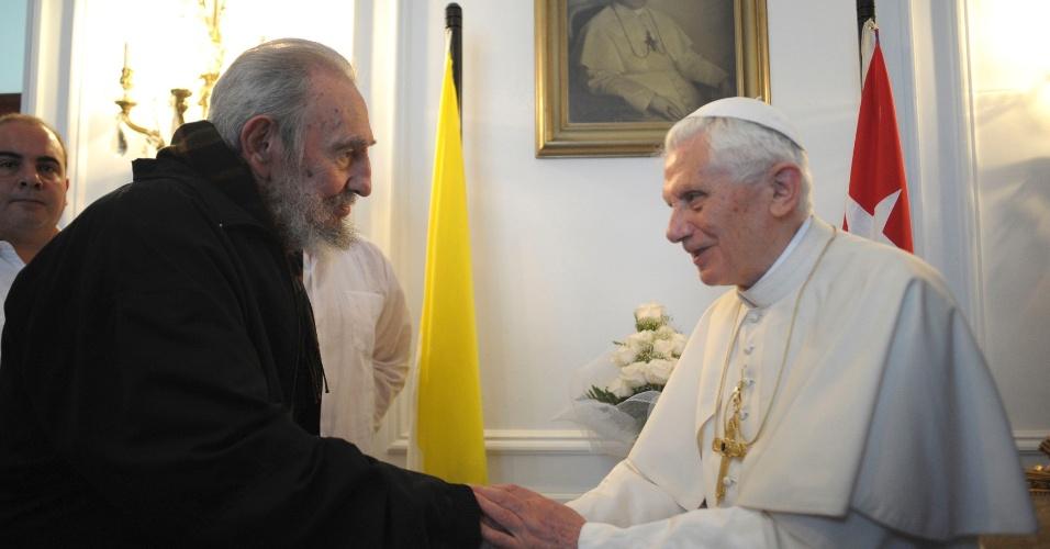 O papa Bento 16 se encontra com o ex-líder cubano Fidel Castro