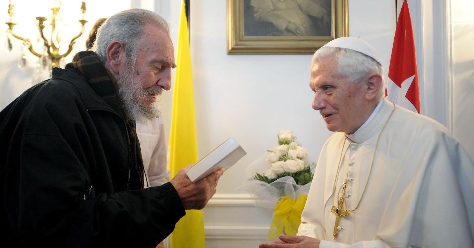 Papa Bento 16 se encontra com o ex-líder cubano Fidel Castro