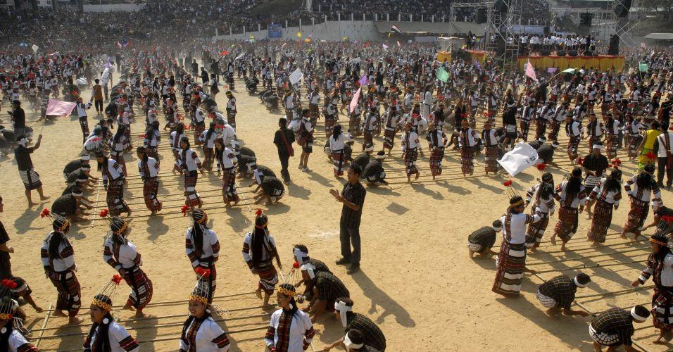 Dança do bambu em massa