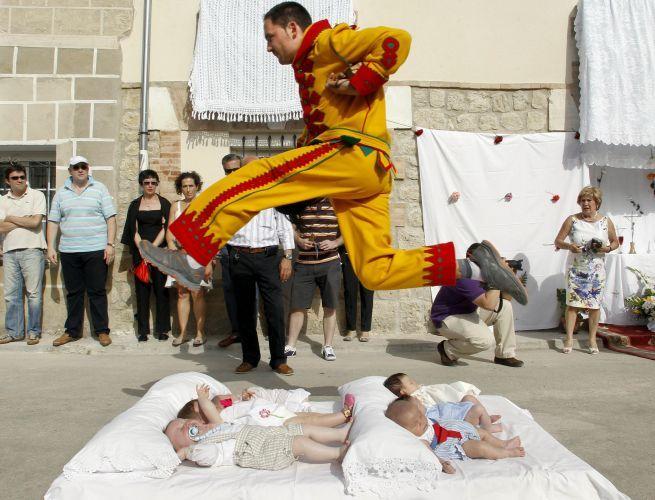 Salto sobre bebês