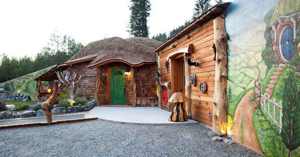 Um casal americano resolveu construir um hotel inspirado nas descrições feitas pelo autor britânico J. R. R. Tolkien em seus romances da saga de Frodo