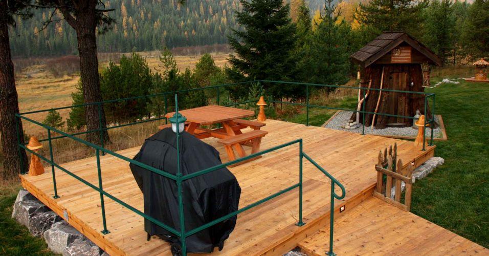 Uma área externa para lanches e confraternizações dá vista ao bosque de Montana