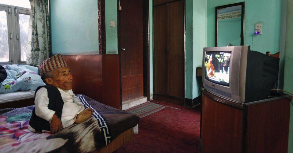 O nepalês Chandra Bahadur Dangi, de 72 anos, entrou neste domingo (26) para o livro dos recordes