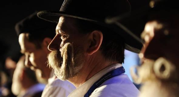 Difícil é dizer onde acaba a barba e começa o bigode