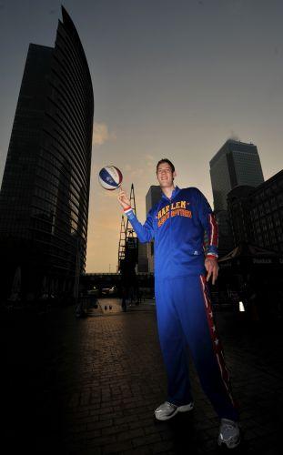 """O """"baixinho"""" gigante do basquete"""