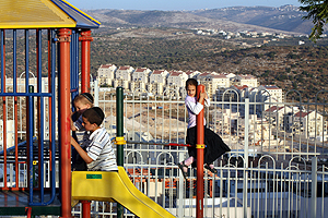 Rina Castelnuovo/The New York Times no acampamento ultra-ortodoxo de Beitar Illit