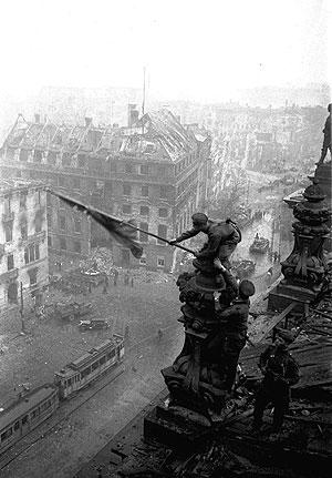 02.05.1945 - Yevgeny Khaldei/AP