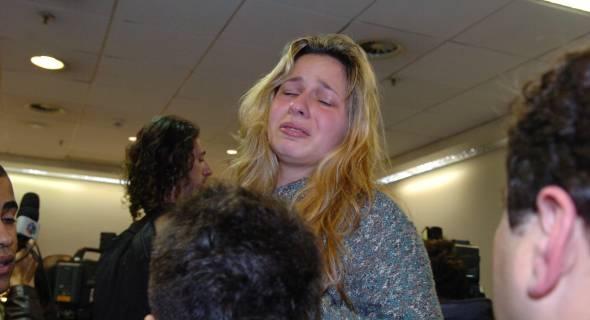 17.jul.2007 - Familiares buscam informações no Aeroporto Salgado Filho, em Porto Alegre