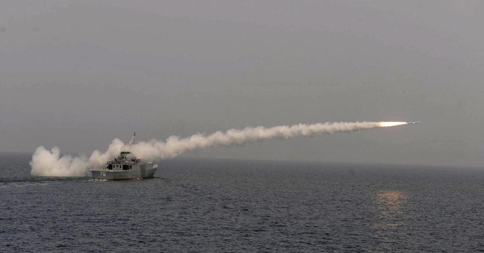 Irã faz teste com destroier