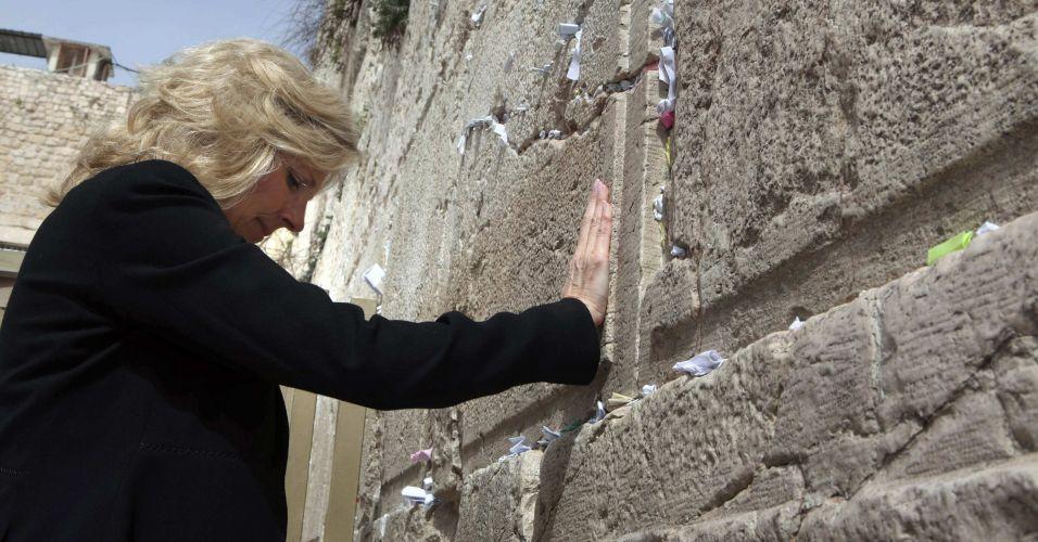 Mulher de Biden vai ao Muro das Lamentações