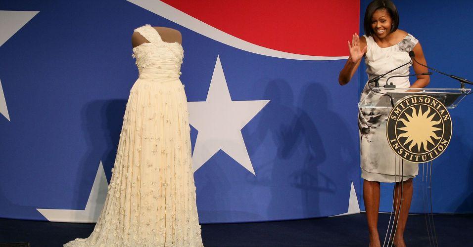 Michelle Obama doa vestido a museu