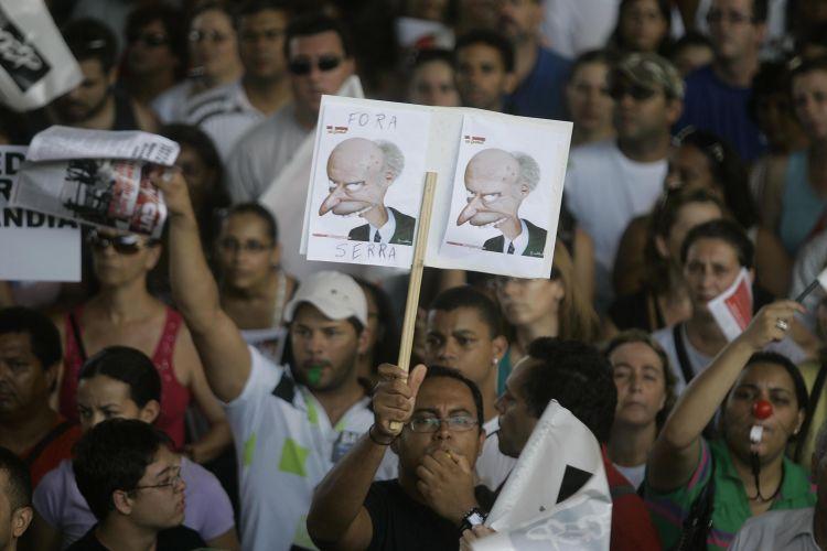 Grevistas protestam em SP