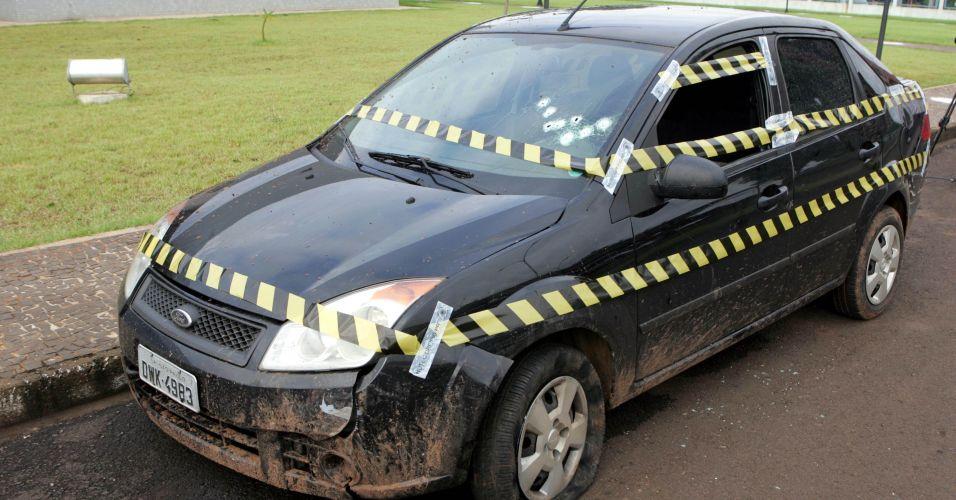Cadu foge em carro roubado