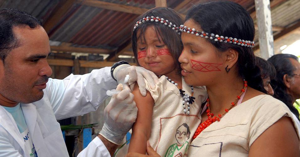 Índios são vacinados