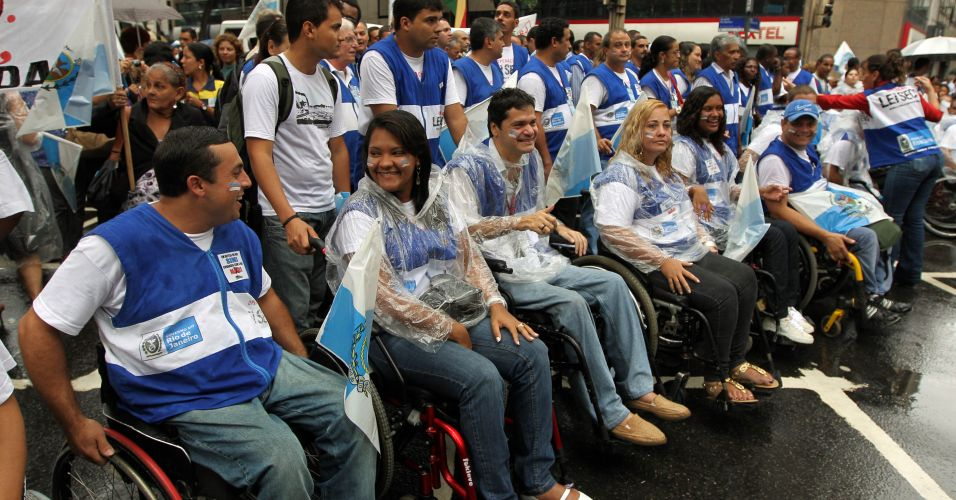 Voluntários da campanha Lei Seca também participam da manifestação contra a emenda Ibsen, que modifica a distribuição de royalties do pré-sal e desfavorece Estados e municípios produtores