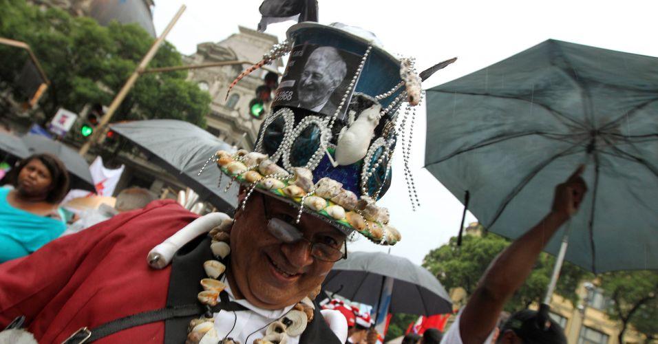 A passeata de protesto contra a emenda Ibsen, que modifica a distribuição de royalties do pré-sal e desfavorece Estados e municípios produtores, foi organizada pelo próprio governo do Rio
