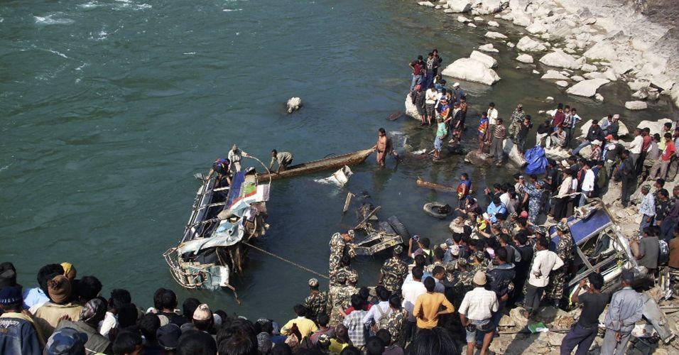 Acidente com ônibus no Nepal