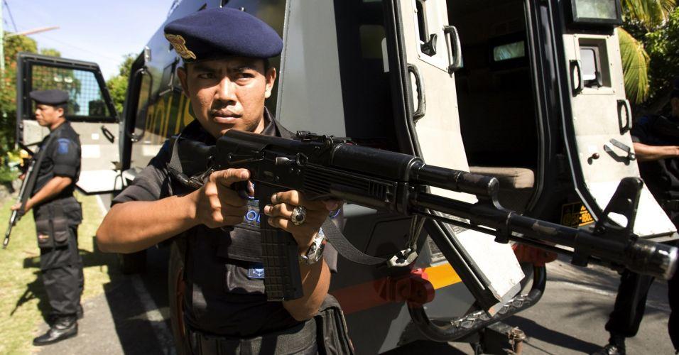 Treinamento da polícia na Indonésia
