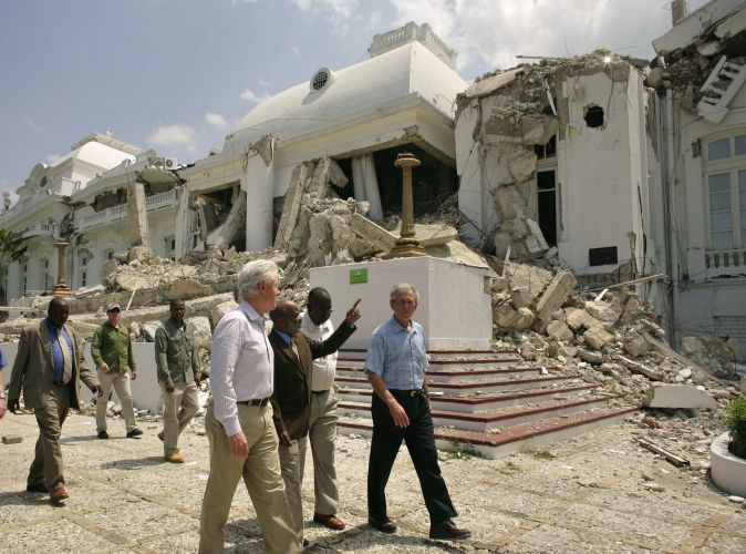 Bush e Clinton no Haiti