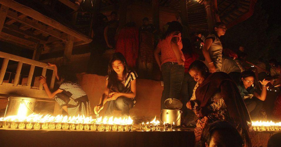 Cerimônia religiosa no Nepal