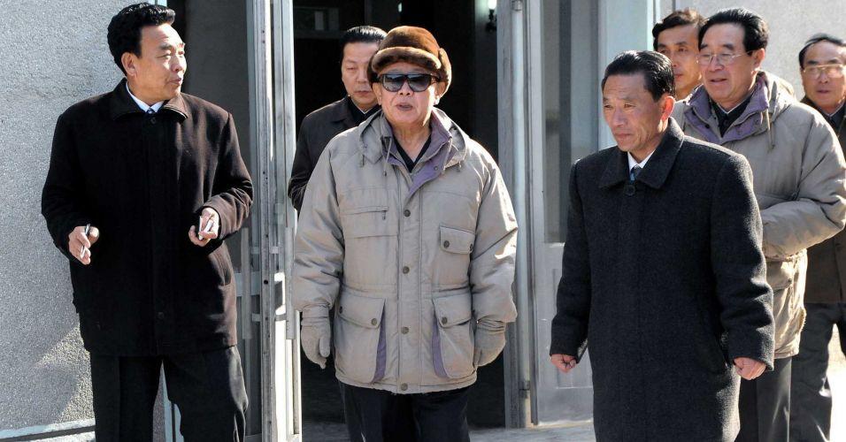 Líder norte-coreano visita fábrica