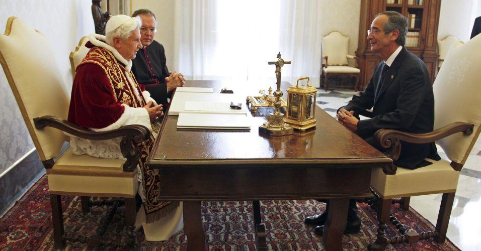 Papa recebe presidente da Guatemala