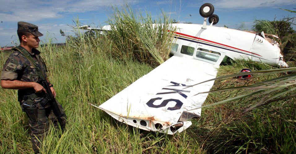 """Avião de """"barriga para cima"""""""