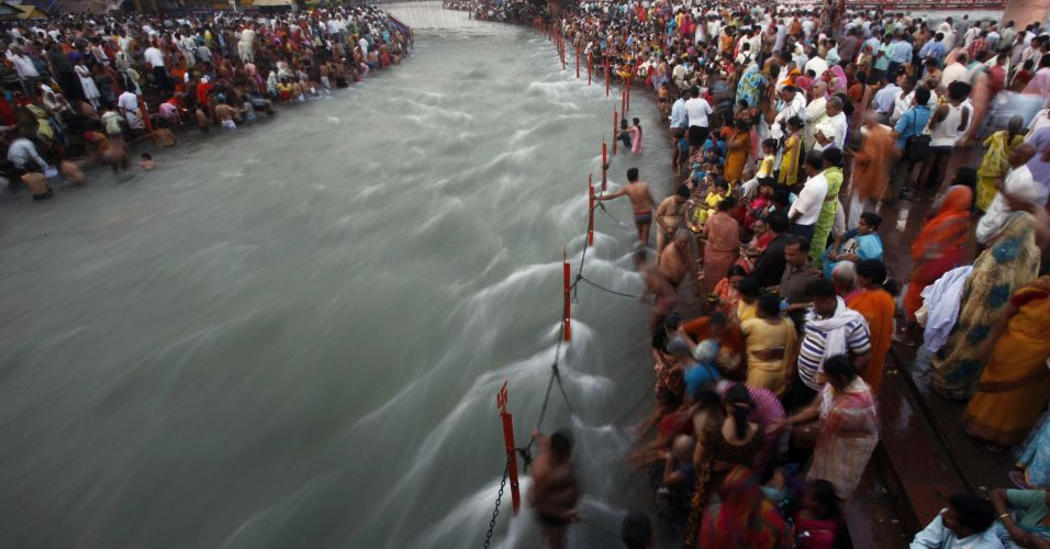 Devotos hindus no Ganges