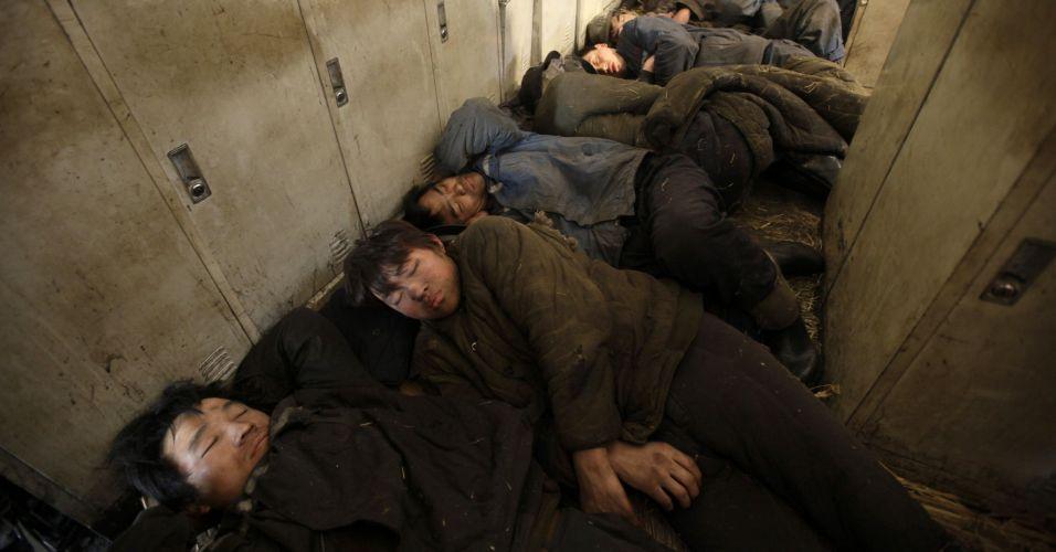 Operários presos em mina