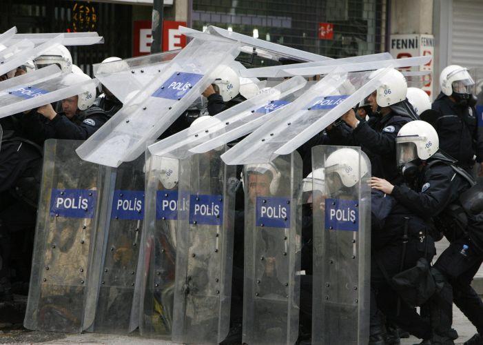 Polícia turca enfrenta trabalhadores