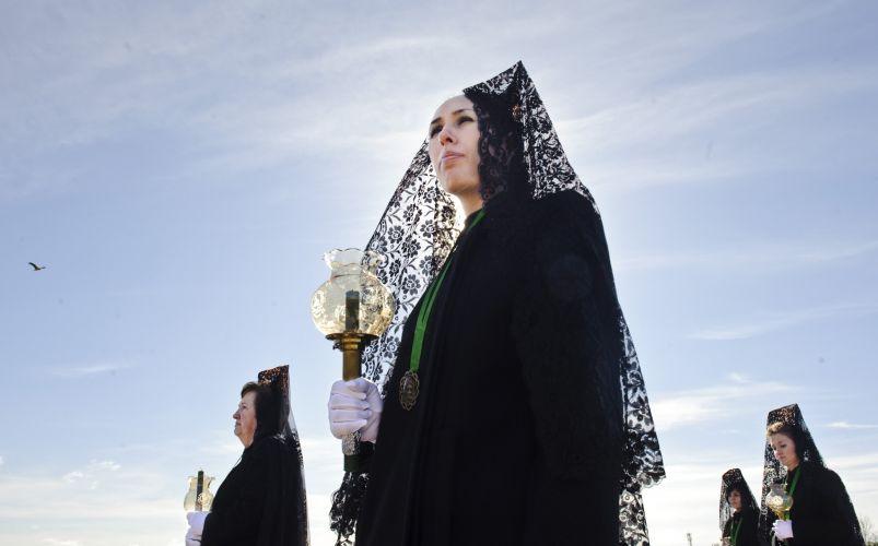 Mulheres fazem procissão na Espanha