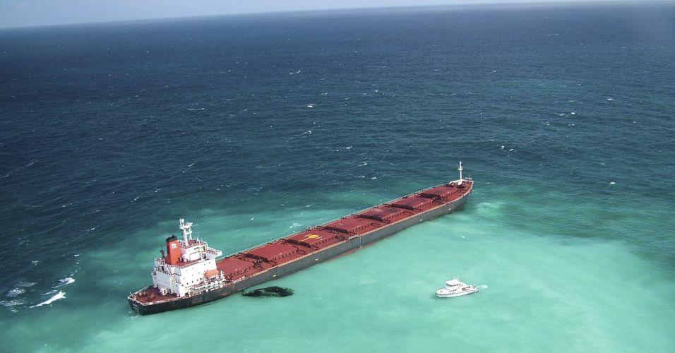 Navio chinês derruba óleo na Austrália