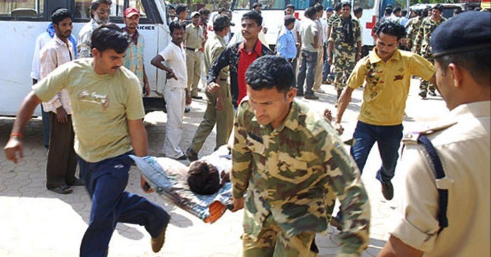 Ataque deixa pelo menos 73 policiais mortos na Índia
