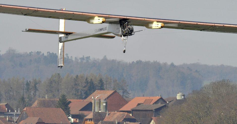 Avião movido a energia solar