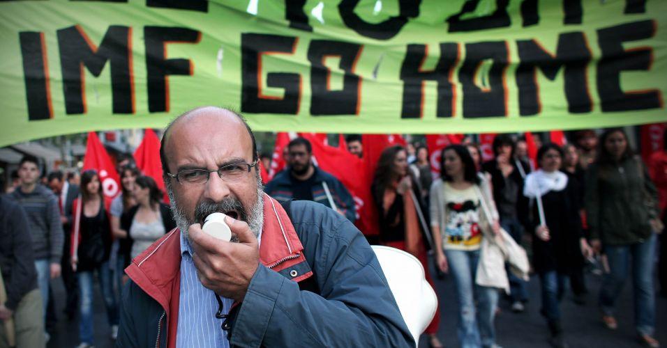 Gregos contra o FMI