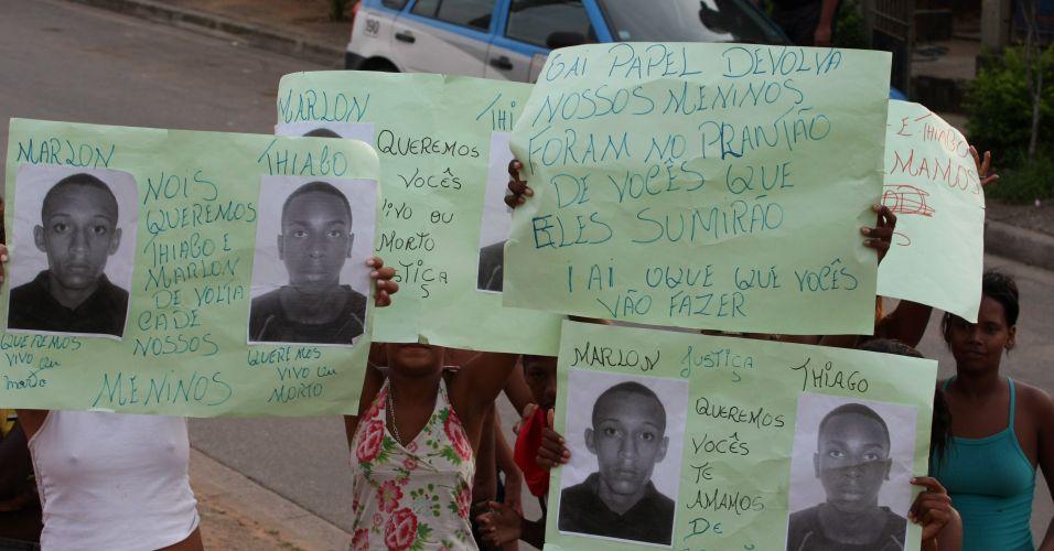 Moradores acusam policiais do RJ