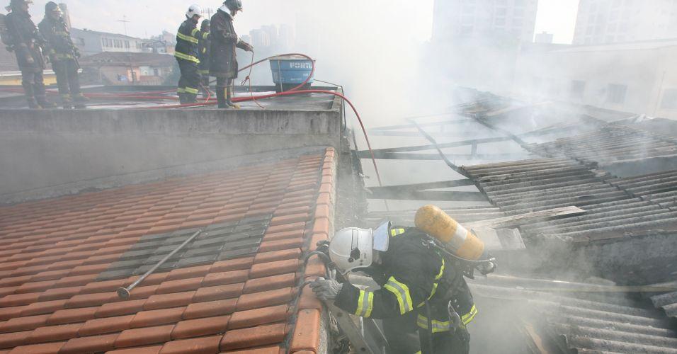 Incêndio destrói transportadora