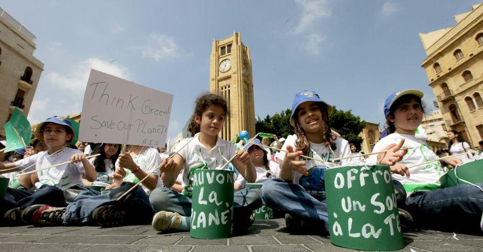 Crianças em ato no Líbano