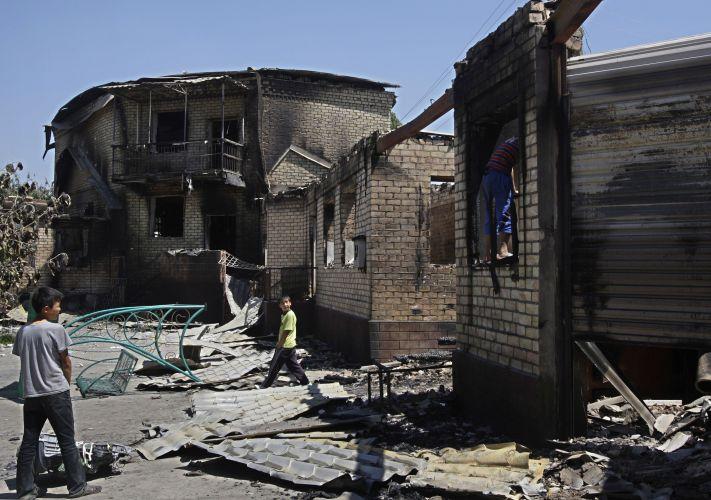 Casa queimada no Quirguistão