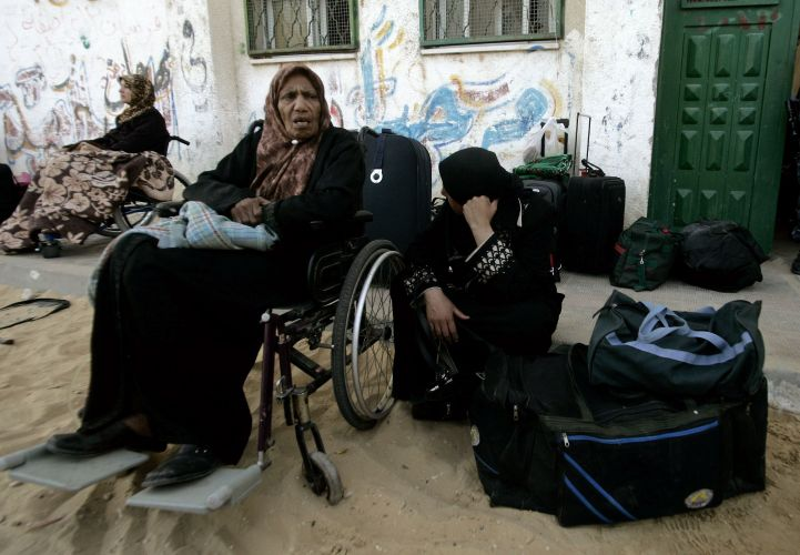 Palestinos cruzam Faixa de Gaza