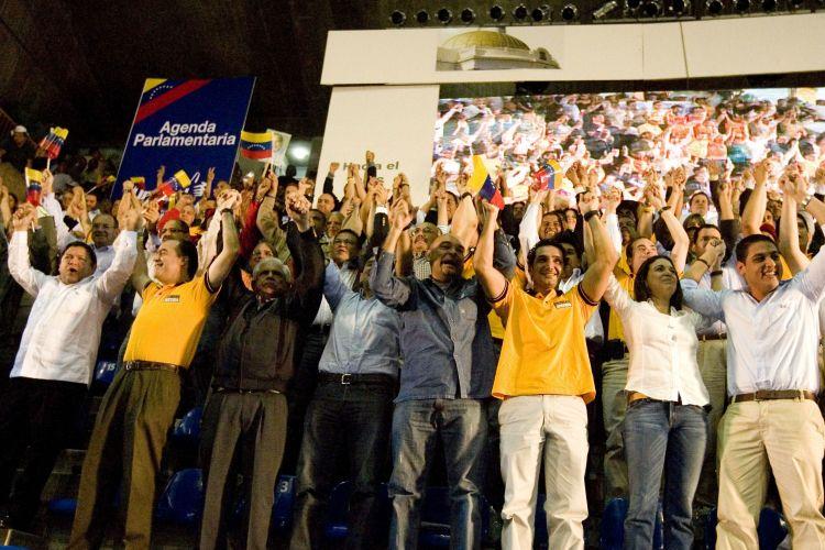 Oposição venezuelana faz comício