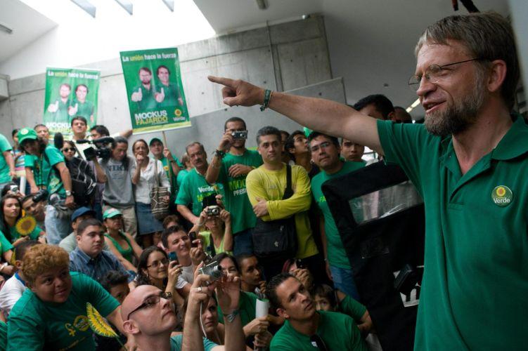 Candidato verde fala na Colômbia
