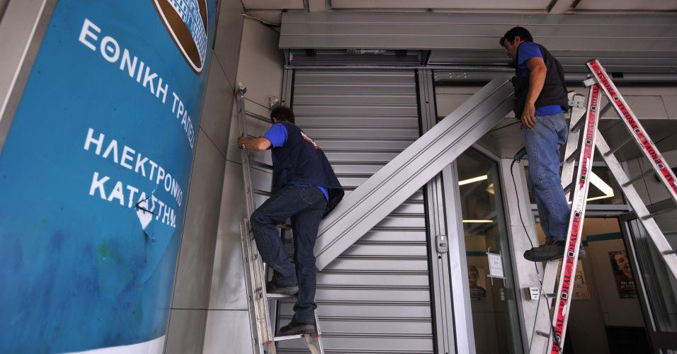 Banco reforça porta na Grécia com medo de violência