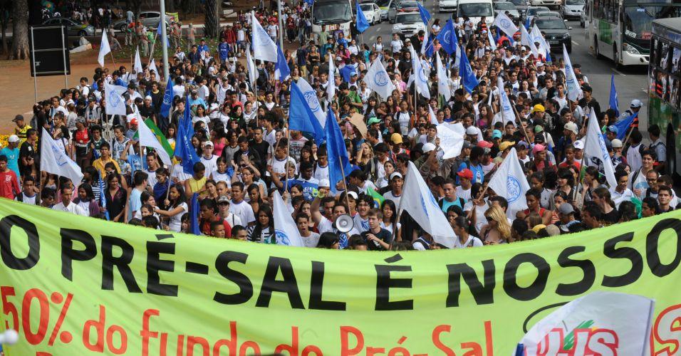 Estudantes fazem manifestação pelo pré-sal