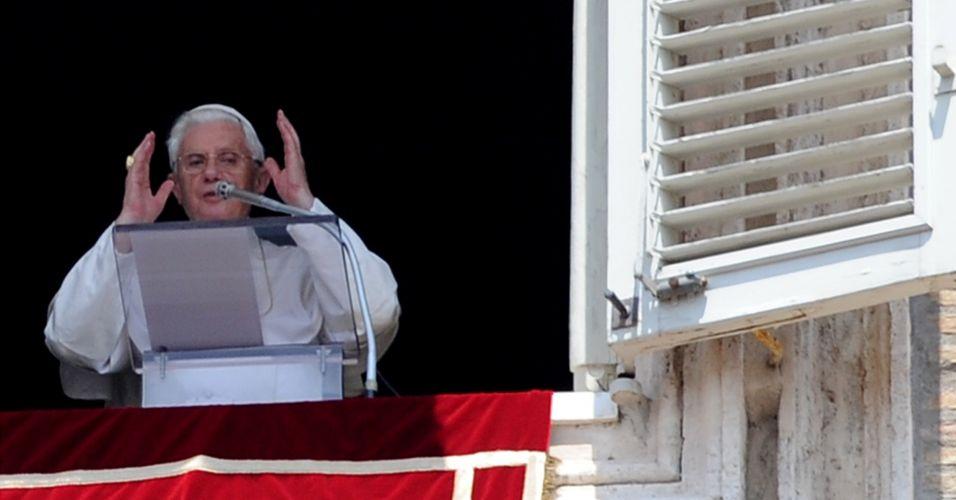 Papa critica polícia belga