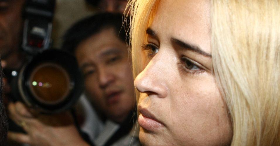 A suposta amante do goleiro Bruno, Fernanda Gomes Castro, 31, chegou por volta das 16h desta terça-feira (20) para prestar depoimento no Departamento de Investigações de Minas Gerais, em Belo Horizonte. Ela também é investigada pelo suposto sequestro e desaparecimento de Eliza Samudio, que lutava na Justiça para ter seu filho reconhecido por Bruno