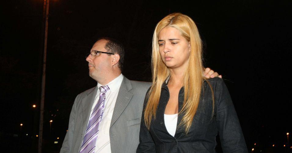 Fernanda Gomes Castro, 31, suposta amante do goleiro Bruno, deixa o Departamento de Investigações de Minas Gerais, em Belo Horizonte, onde prestou depoimento. Fernanda confirma que cuidou do bebê de Eliza Samudio, mas nega ter tido contato com ela