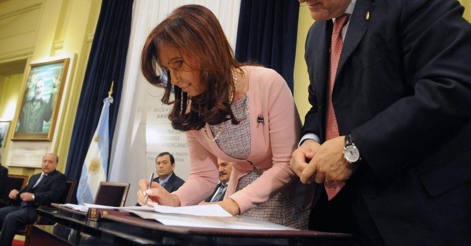 Kirchner sanciona lei do casamento gay