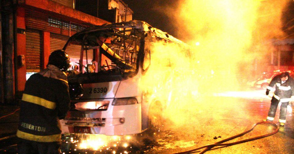 Ônibus incendiado em SP