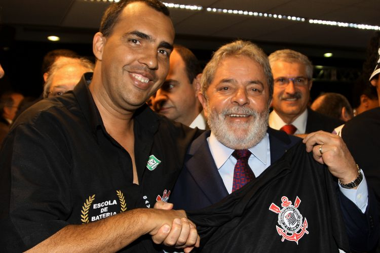Lula assina Estatuto do Torcedor